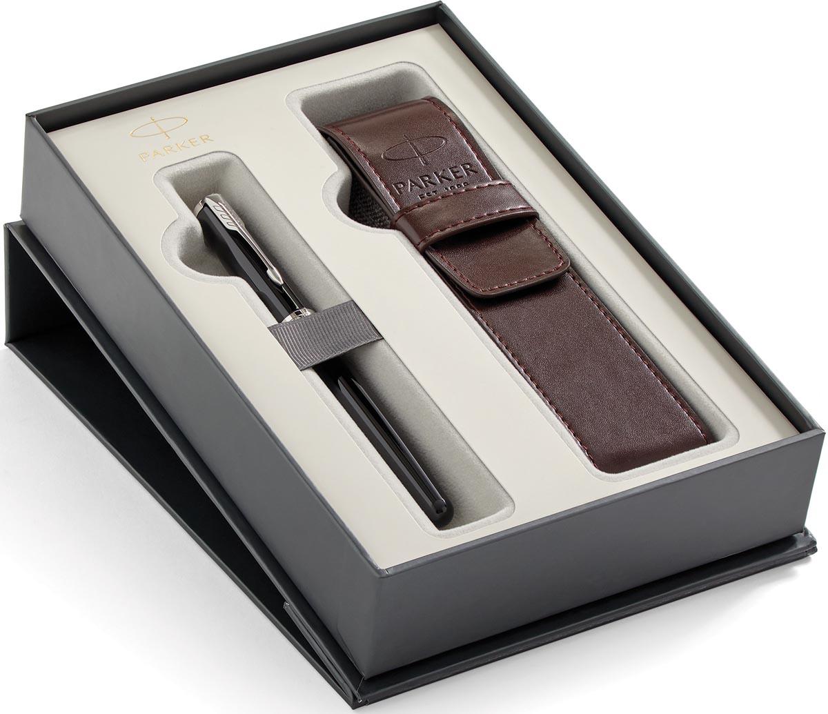 Parker giftbox Sonnet vulpen medium + pen pouch, zwart